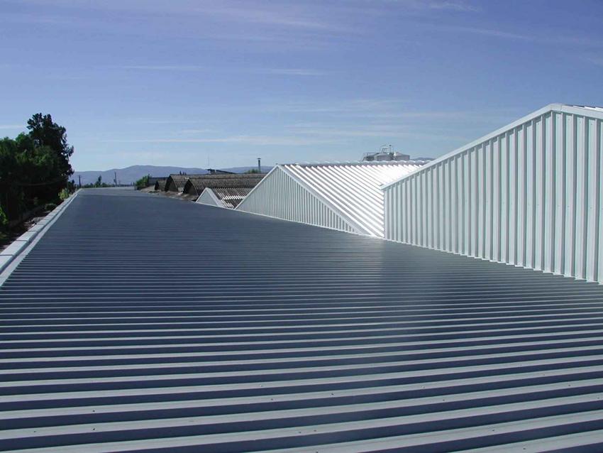 Planchas de acero en cubierta.