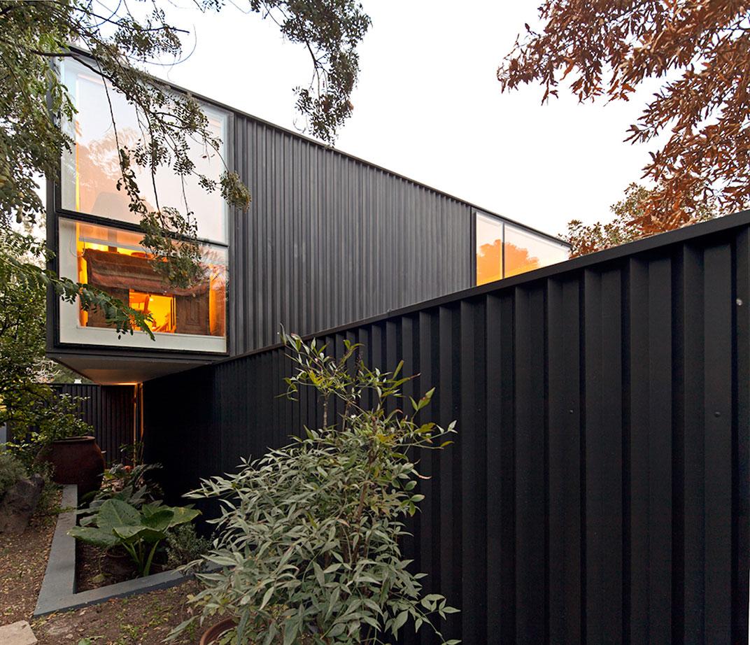 Planchas de acero en fachada.