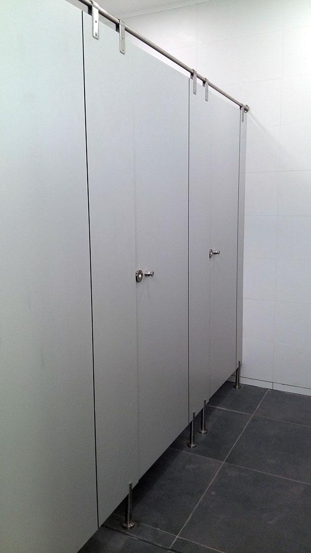 Cabinas Fenolicas en Campus FEN de la Universidad de Chile