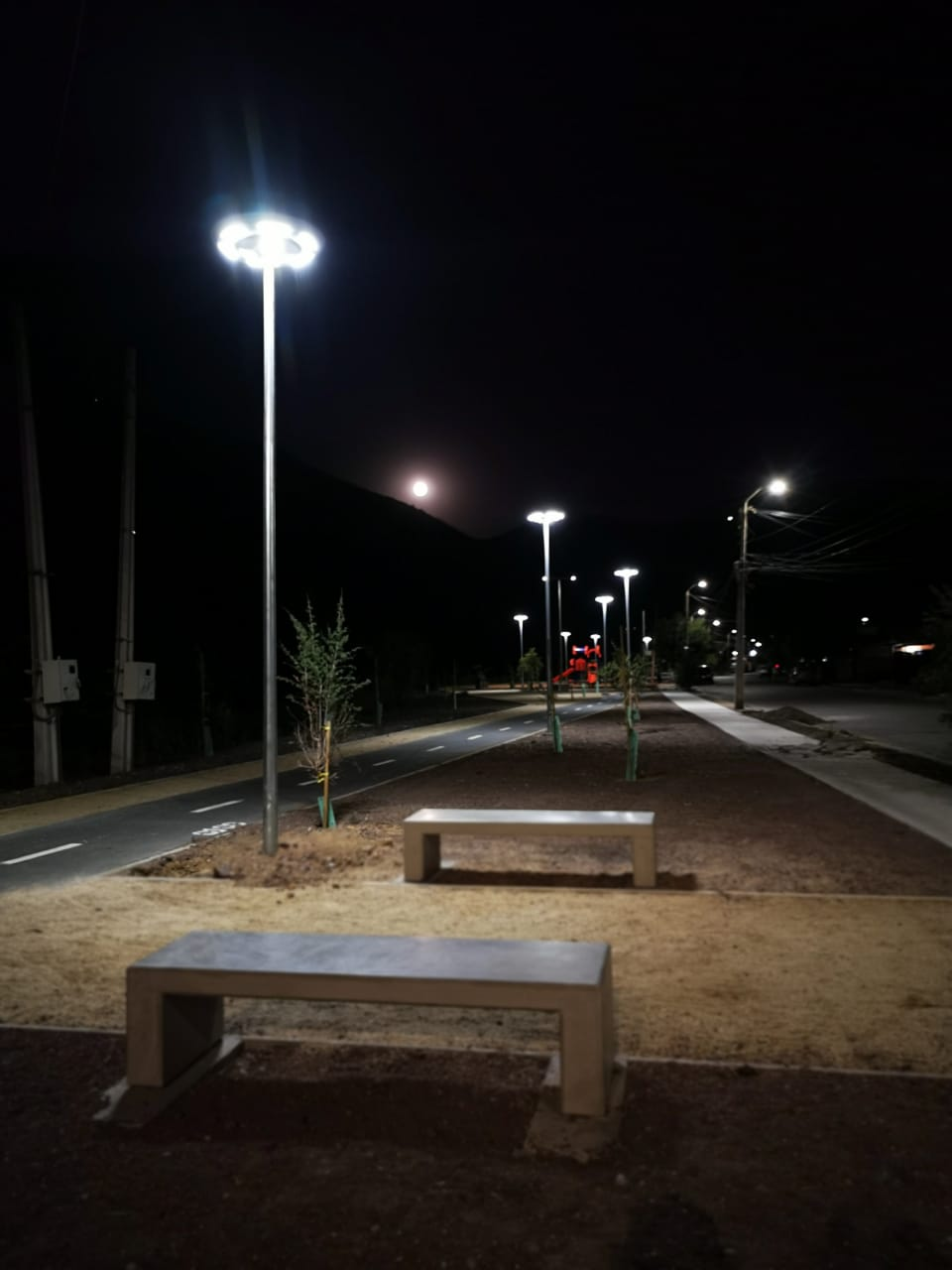 Luminarias solares integradas, Parque y ciclovías en Llay-llay