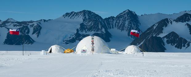 Domos para Base Temporal Mixta en Glaciar Unión