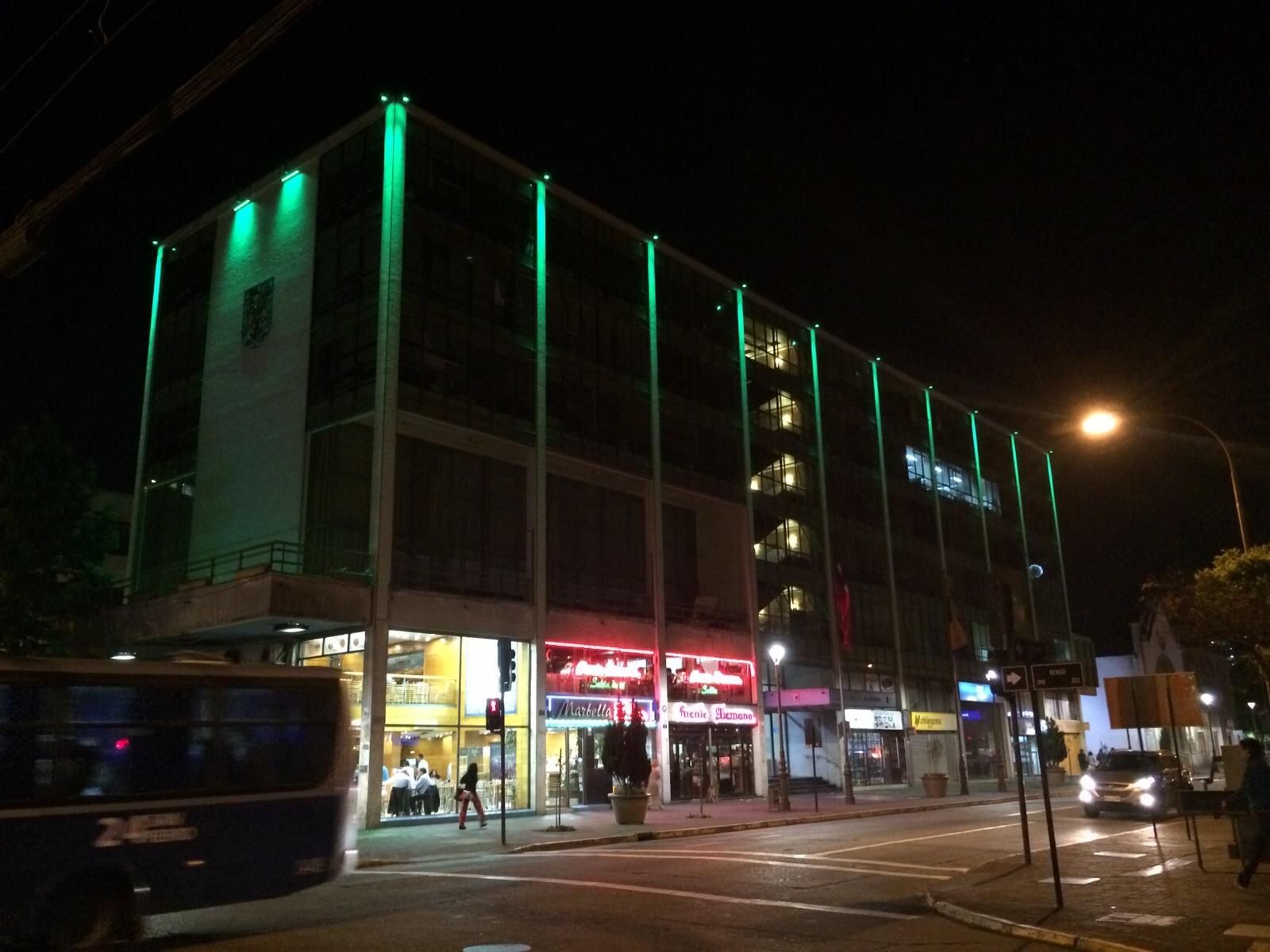 Fachada de Municipalidad de Concepción cambia de colores con Iluminación LED