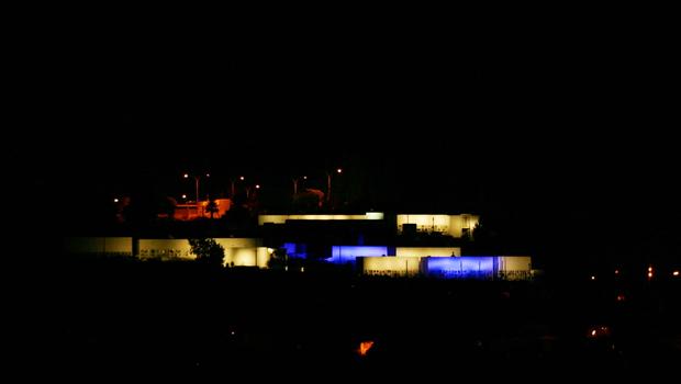 Fachada iluminada Cementerio de Quillota