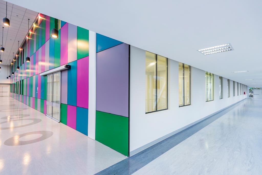 Unidad de pacientes criticos Hospital Calvo Mackenna - Trespa