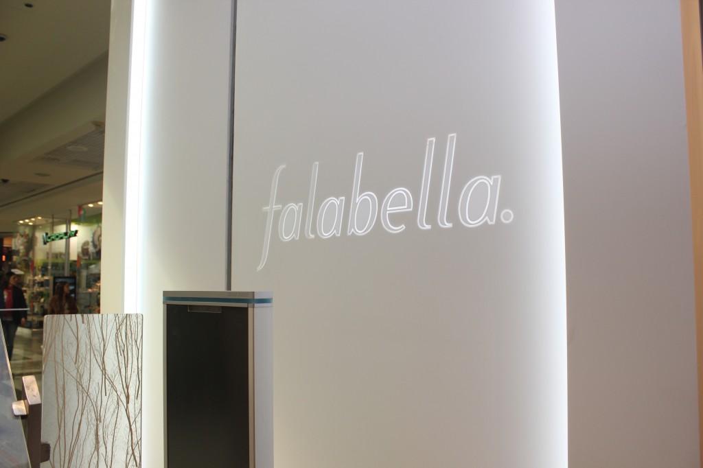 Mobiliario y Revestimiento Staron® en Falabella Santiago