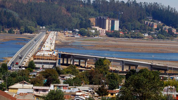 Puente Bicentenario es el primero de Concepción con iluminación Led