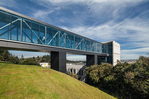 Quiebravistas con Trespa® en Edificio DUOC, Concepción