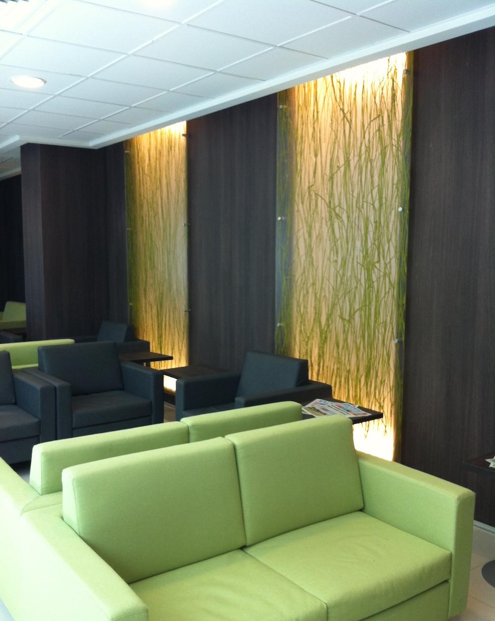Sistema de Piso vinílicos en Clinica UC  Integral Design