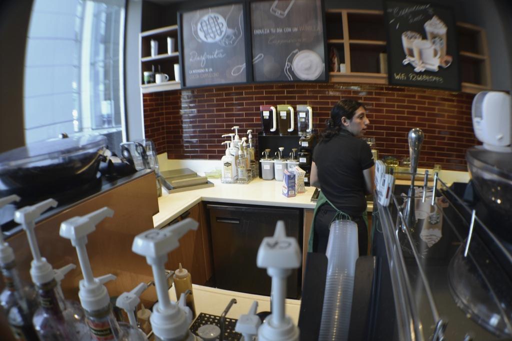 Staron® es el nuevo material para los muebles de Starbucks en Chile
