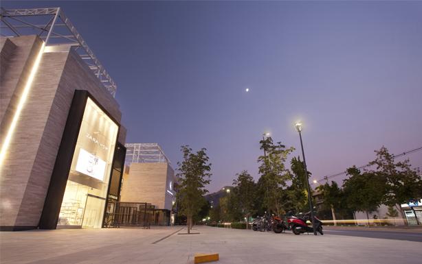 Tecnología Schréder ilumina espacios abiertos de exclusivo Mall Casa Costanera