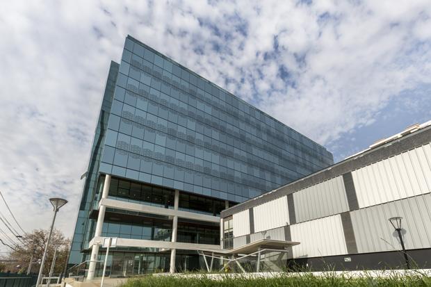 Trespa® en Edificio Centro de Salud y Deportes El Llano
