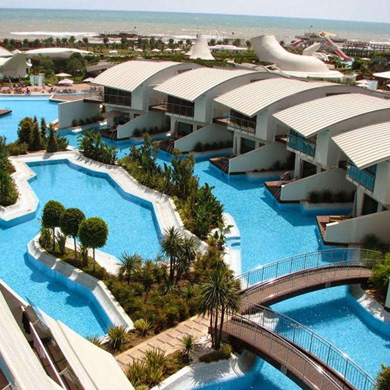 ejemplo aquapanel curvo resort