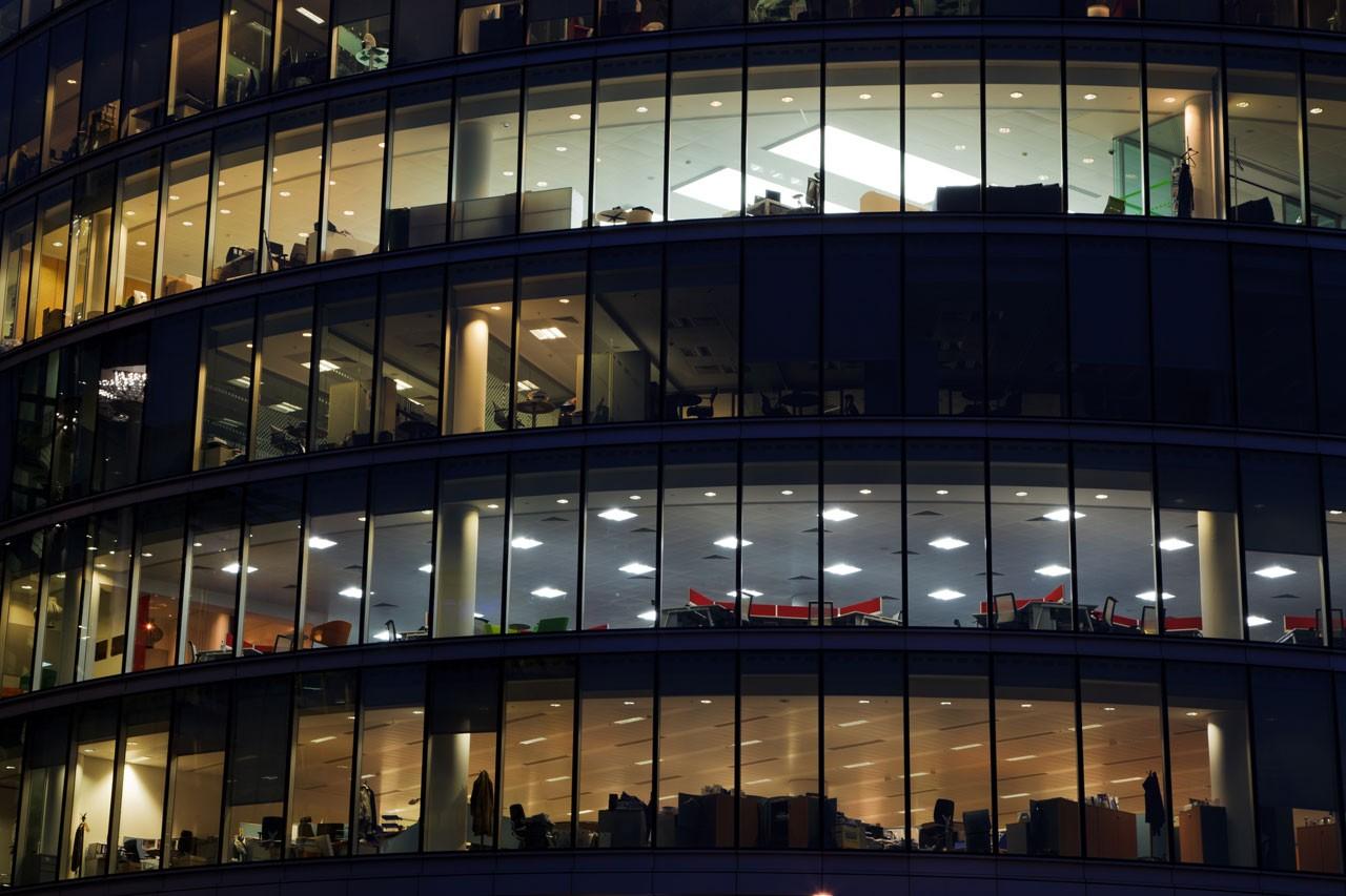 Oficinas noche c9dd149a ace8 4117 a957 18a5d50c9f65